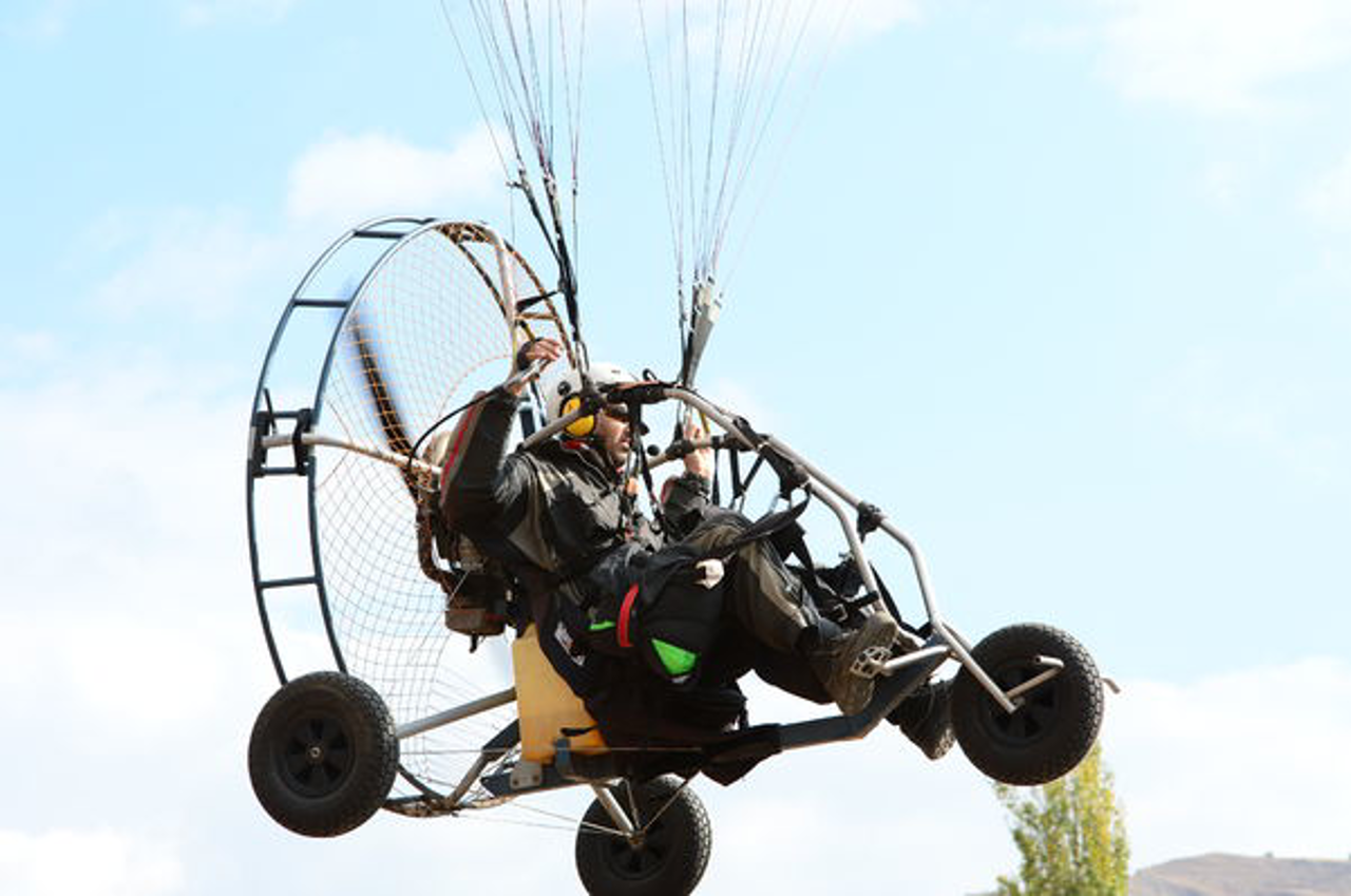 Paramotor_With_Tires.jpg